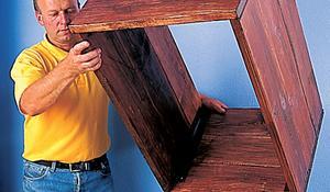 KROK III - Osadzanie ścianek na dno drewnianej skrzyni